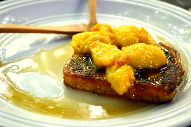 Gluten-free French toast with fried peaches.